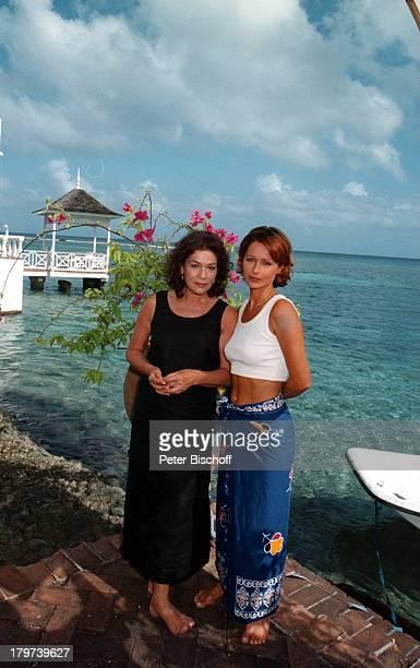 Hannelore Elsner Christina Plate ZDFReihe Traumschiff Folge 32 Jamaica / GalapagosInseln Episode 3 Der Wespenstich Karibik Meer Schauspielerin Promis...