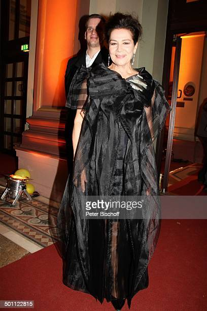 Hannelore Elsner dahinter Sohn Dominik 22 Hessischer Film und Kinopreis 2012 Alte Oper Frankfurt Hessen Deutschland Europa Filmpreis Roter Teppich...