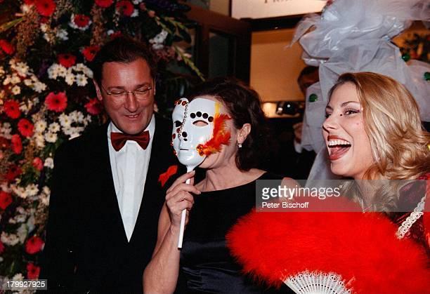 Hannelore Elsner Ehemann Uwe CarstensenFrankfurter Opernball Alte FrankfurterOper Maske