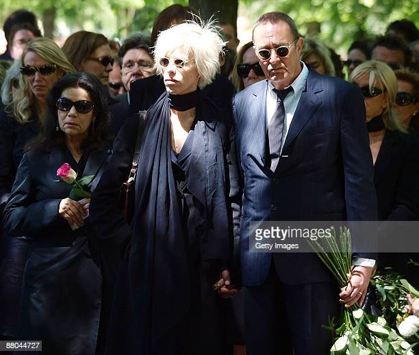 Hannelore Elsner Katja Eichinger and Bernd Eichinger attend the funeral of German actress Barbara Rudnik at Nordfriedhof cemetery on May 29 2009 in...