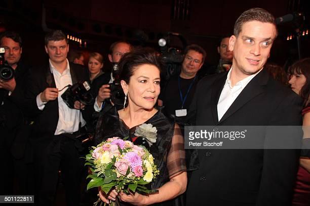 Hannelore Elsner Sohn Dominik 22 Hessischer Film und Kinopreis 2012 Alte Oper Frankfurt Hessen Deutschland Europa Filmpreis Roter Teppich...
