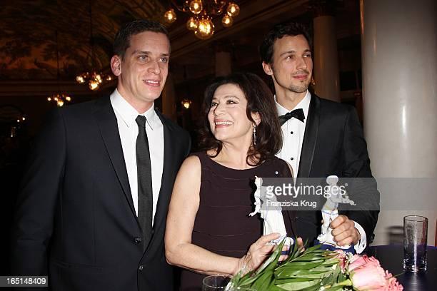 Hannelore Elsner Und Sohn Dominik Und Florian David Fitz Bei Der 32 Verleihung Des Bayerischen Filmpreises In München