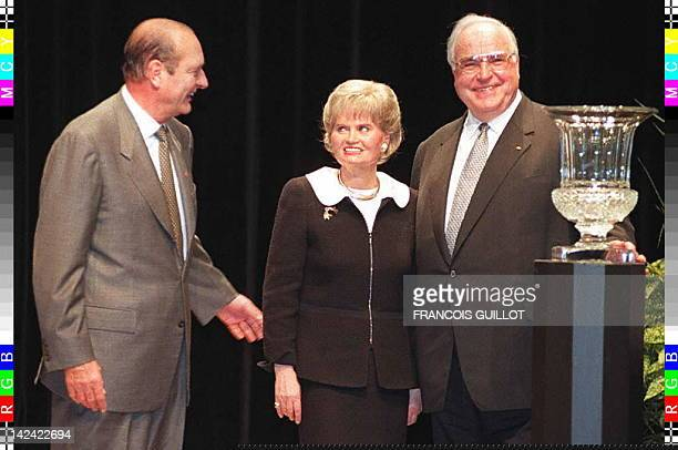 Hannelore Kohl her husband German Chancellor Helmut Kohl and French President Jacques Chirac stand next to the crystal vase she was presented after...