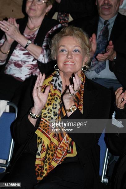 Hannelore Kramm , Publikum, Jubiläumstournee, Trier Arena, Deutschland, Tournee, Konzert, Jubiläum, Fans, Zuschauer, Ohrring, Ohrringe, Schmuck,...