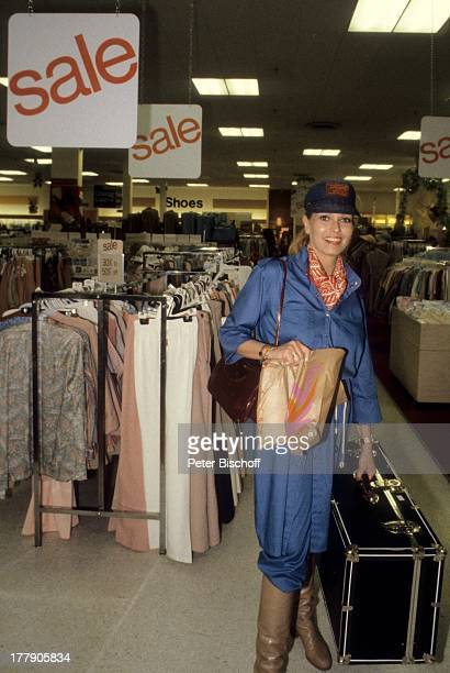 Hannelore Kramm St Louis Missouri Amerika Koffer einkaufen Mütze getönte Brille Sonnenbrille Schlager VolksmusikSänger LG/PH