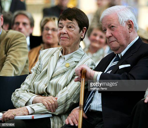 Hannelore Loki Schmidt and former chancellor Helmut Schmidt attend the opening of the exhibition Helmut Schmidt ein Leben in Bildern des...