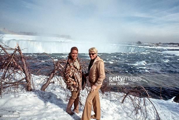 Hannelore Prinzessin von Auersperg Freund Heino Ausflug zu den Niagarafällen bei Konzertreise am in Niagara Falls Kanada
