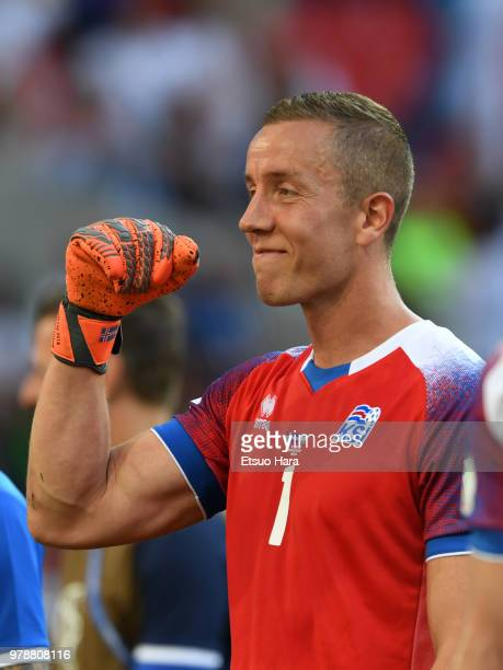 Hannes Halldorsson of Iceland applauds fans after the 2018 FIFA World Cup Russia group D match between Argentina and Iceland at Spartak Stadium on...