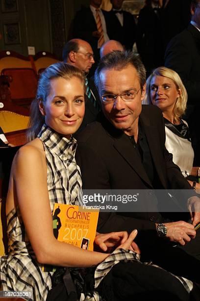 Hannes Jaenicke Mit Brille Und Freundin Tina Bordihn Bei Der Verleihung Des Corine Buchpreis Im Prinzregententheater In München