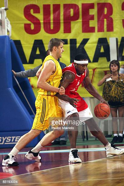 Hanno Mottola of Aris TT Bank and Travis Watson of Armani Jeans Milano in action during the Euroleague Basketball Game 5 between Aris TT Bank v...