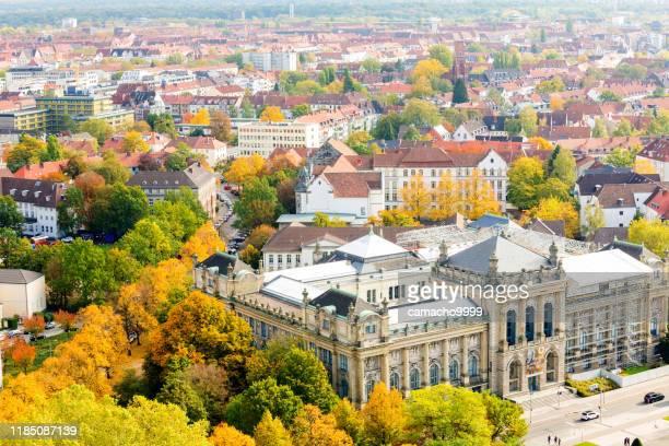 vista panorâmico de hannover que olha ao museu de estado mais baixo de saxony - hannover - fotografias e filmes do acervo