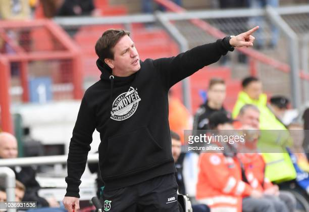 Hannover's coach Daniel Stendel during the German Bundesliga seconds match between Karlsruher SC and Hannover 96 in the Wildparkstadion in Karlsruhe...