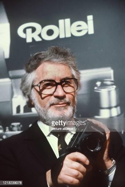 Hannsheinz Porst nach der Übernahme des Rollei Konzerns am 29 April 1982 in Braunschweig Porst war Leiter des Unternehmens PhotoPorst und der...