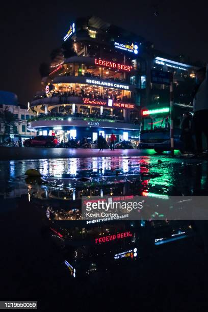 hanoi city centre at night - ハノイ ストックフォトと画像