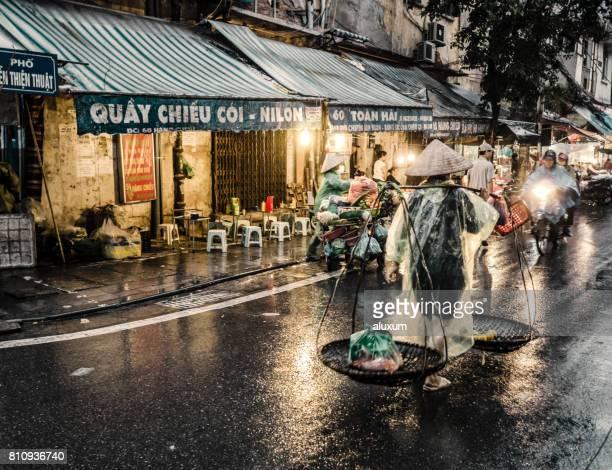 ベトナムのハノイ通り - ハノイ ストックフォトと画像