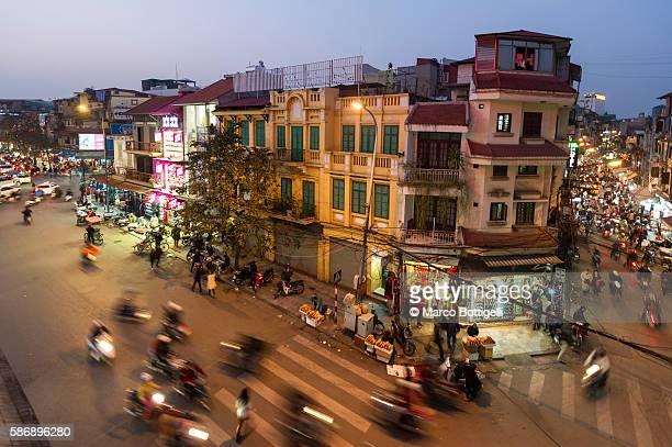 hanoi, vietnam. traffic jam at sunse in the city center. - ハノイ ストックフォトと画像