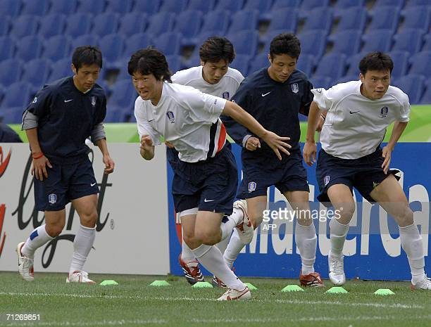 South Korean midfielder Park Ji Sung runs during a training session at the World Cup Stadium in Hanover, 22 June 2006. South Korea will face...