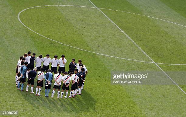 South Korean players gather at the end of a practice session at the WM-Stadion, 22 June 2006 in Hanover, on the eve of their FIFA Football World Cup...
