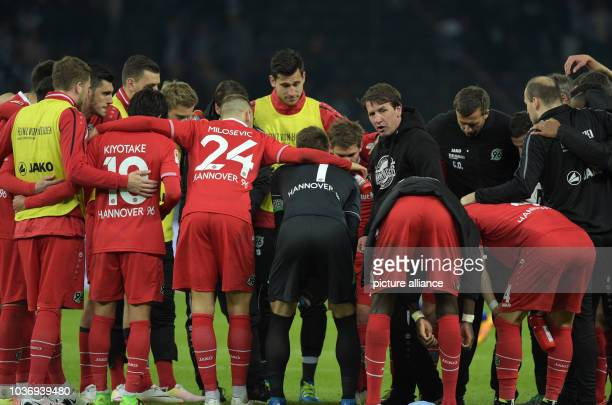 Hanover's coach Daniel Stendel and his team stand on the pitch after the Bundesliga soccer match Hertha BSC vs Hannover 96 in Berlin Germany 8 April...