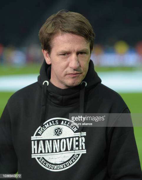 Hanover's Coach Daniel Stendel pictured during the Bundesliga soccer match Hertha BSC vs Hannover 96 in Berlin Germany 8 April 2016 Photo Rainer...