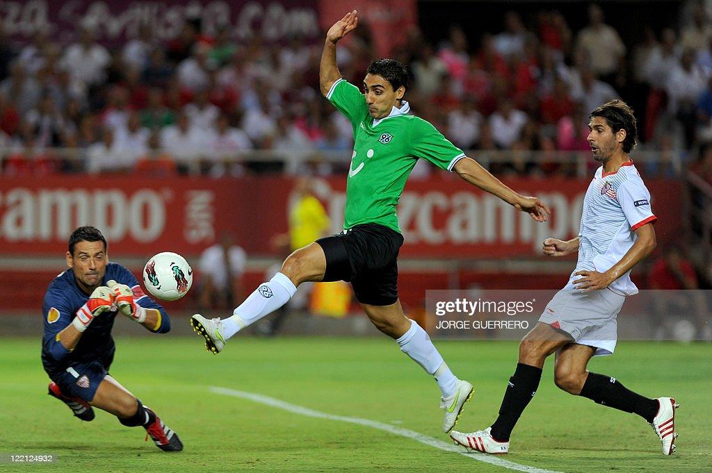 Hanover's forwards Mohammed Abdellaoue ( : News Photo