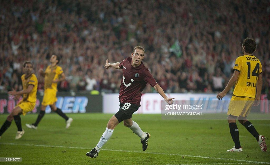 Hanover's striker Jan Schlaudraff celebr : News Photo