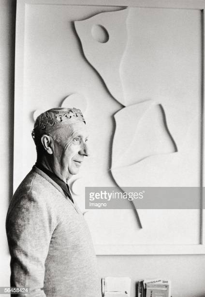 Hans Arp painter sculptor and cofounder of Dedaismus Photography France 1957 [Hans Arp Maler Bildhauer und Mitbegruender des Dadaismus Photographie...