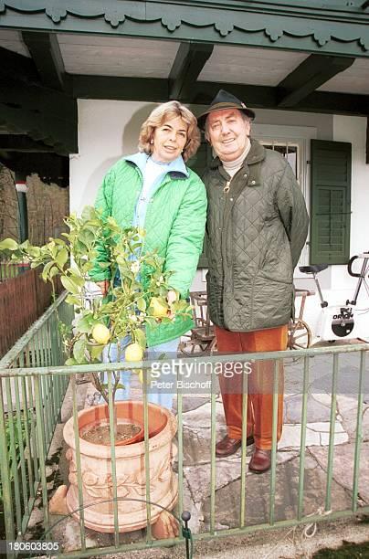 Hans Clarin Ehefrau Christa Homestory Moserhof Aschau am Chiemsee/ Bayern Frau Zitronenbaum Hut