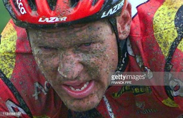 Hans De Clercq le coureur de l'équipe LotoAdecco roule en tête du peloton le 14 avril 2002 lors de la 100e édition de la classique cycliste...