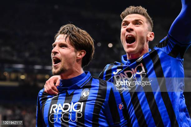 Hans Hateboer celebrates after scoring the his goal during the UEFA Champions League round of 16 first leg match between Atalanta and Valencia CF at...