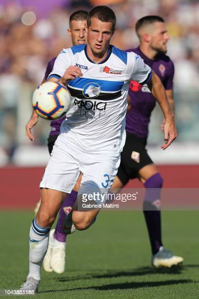 Hans Hateboer of Atalanta BC controls the ball during the Serie A match between ACF Fiorentina and Atalanta BC at Stadio Artemio Franchi on September...