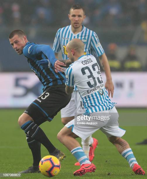 Hans Hateboer of Atalanta BC is challenged by Filippo Costa of Spal during the Serie A match between Atalanta BC and SPAL at Stadio Atleti Azzurri...