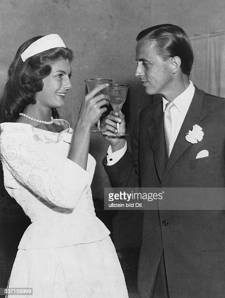 Hans Heinrich ThyssenBornemisza Unternehmer Industrieller Kunstsammler Schweiz mit Ehefrau Fiona geb CampbellWalter nach der Hochzeit in Lugano...
