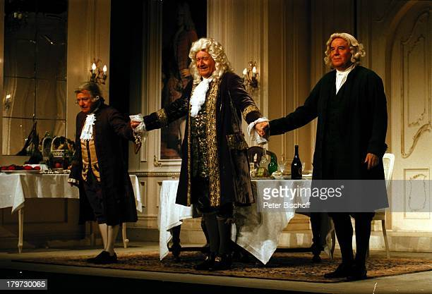 """Hans Joachim Kulenkampff als """"Georg Friedrich Händel"""", Helmut Oeser und Heini Göbel , 150. Vorstellung der Erfolgs-Komödie;""""Mögliche Begegnung"""","""