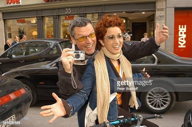 Hans Kraus Tochter Miriam Krause ndfParty after work 2004Pressecocktail München Harpers Queens Schauspieler Fahrrad DigitalKamera Sonnenbrille Promis...