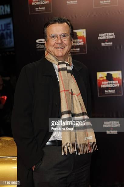 Hans Mahr Bei Der Premiere Des Musicals Hinterm Horizont Im Theater Am Potsdamer Platz In Berlin