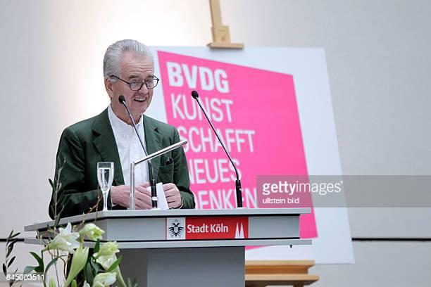 Hans Mayer erhält den mit 10 000 Euro dotierten Art-Cologne-Preis 2015. Mit der Auszeichnung werden jährlich eine Persönlichkeit geehrt, die sich...