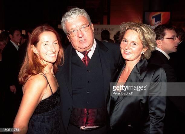 Hans Meiser Ehefrau Sabine Binkenstein Christiane Hoffmann Gala Deutscher Fernsehpreis 2002 Köln 5102002 Coloneum Glas Party Frau PNR896/2002 GT