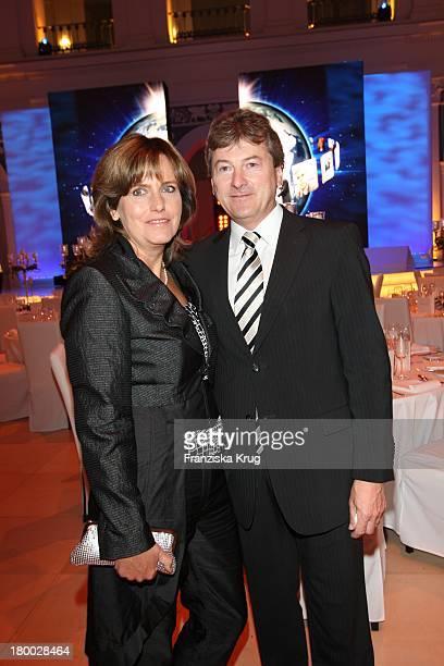 Hans Otto Schrader Und Ehefrau Ute Schrader Beim Empfang Zum Dinner Der Otto Group In Den Börsensälen Der Handelskammer In Hamburg Am 130907