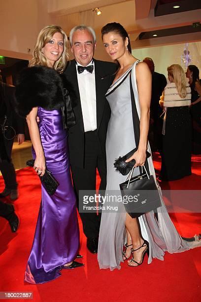 Hans Reiner Schröder Und Frau Katerina Und Model Helena Christensen Bei Der Charity Gala Und Weltpremiere Der Montblanc Prinz Rainier Iii Limited...