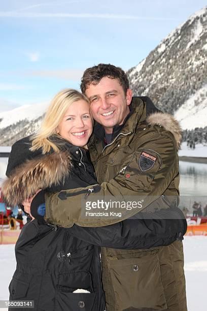 Hans Sigl Mit Ehefrau Susanne Beim 1 Promi Schlittenhunderennen Tirol Cross Mountain In Kühtai