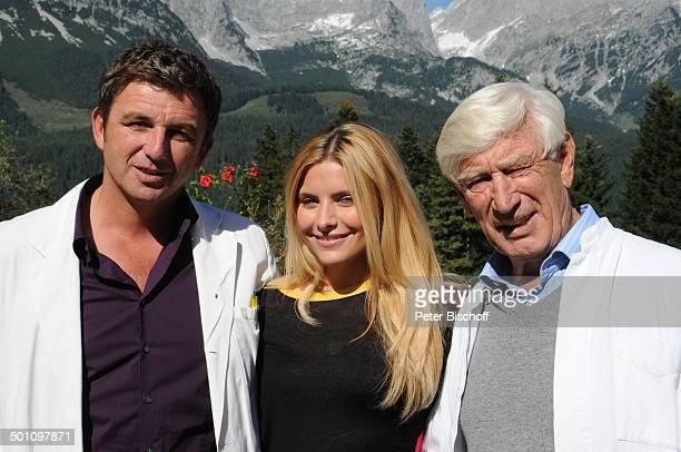 "Hans Sigl , Sophia Thomalla , Sigfried Rauch , ZDF-Serie ""Der Bergdoktor"", 5. Staffel, Ellmau, Tirol, Österreich, Europa, Dreharbeiten, Berge, Arzt,..."