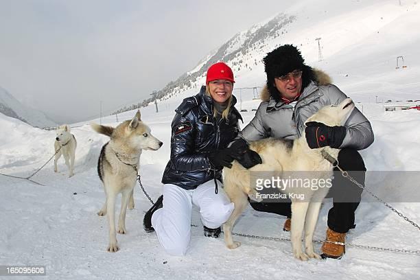 Hans Sigl Und Seine Ehefrau Susanne Vor Dem 2 Promi Schlittenhunderennen Tirol Cross Mountain In Kühtai