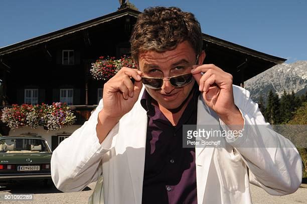 Hans Sigl ZDFSerie Der Bergdoktor 5 Staffel Ellmau Tirol Österreich Europa Dreharbeiten Berge Arzt Sonnenbrille Schauspieler Promi AB FTP PNr...
