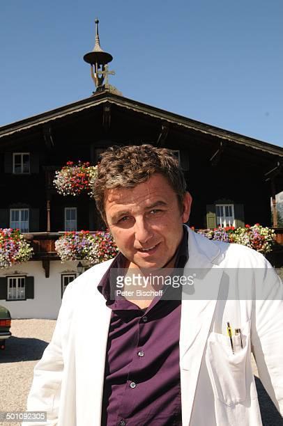 Hans Sigl ZDFSerie Der Bergdoktor 5 Staffel Ellmau Tirol Österreich Europa Dreharbeiten Arzt Schauspieler Promi AB FTP PNr 1429/2011 Foto PBischoff...