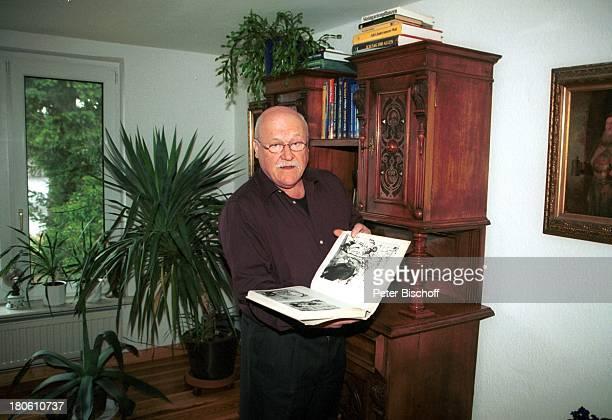 Hans Teuscher Berlin Deutschland Europa Homestory 65 Geburtstag Buch Kunstband antikes Möbelstück Brille