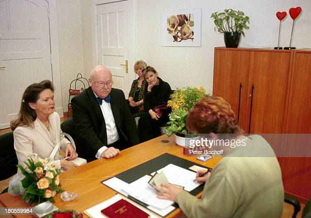 Hans Teuscher Ehefrau Helga TrauzeuginAngelica Domröse Schwester PetraTeuscher Margot Nitschke Vorzimmerdameder Standesbeamtin Hochzeitsgesellschaft...