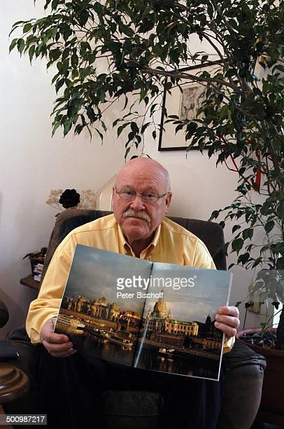 """Hans Teuscher, Homestory, Berlin, Deutschland, , P.-Nr. 1690/2005, Wohnzimmer, """"Die Zeit"""", Magazin """"Zeitläufte"""" über D r e s d e n , Die Dresdener """"F..."""