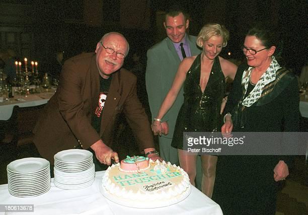 Hans Teuscher Neffe Kay Schaarschmidt und Ehefrau Ehefrau Helga Teuscher 65 Geburtstag von Hans Teuscher Potsdam Meistersaal Party Feier Brille Torte...
