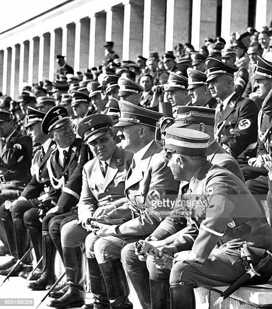 Hans von Tschammer und Osten Viktor Lutze Adolf Hitler et Martin Bormann assistent à la Fête de la Communauté le 9 septembre 1938 en Allemagne